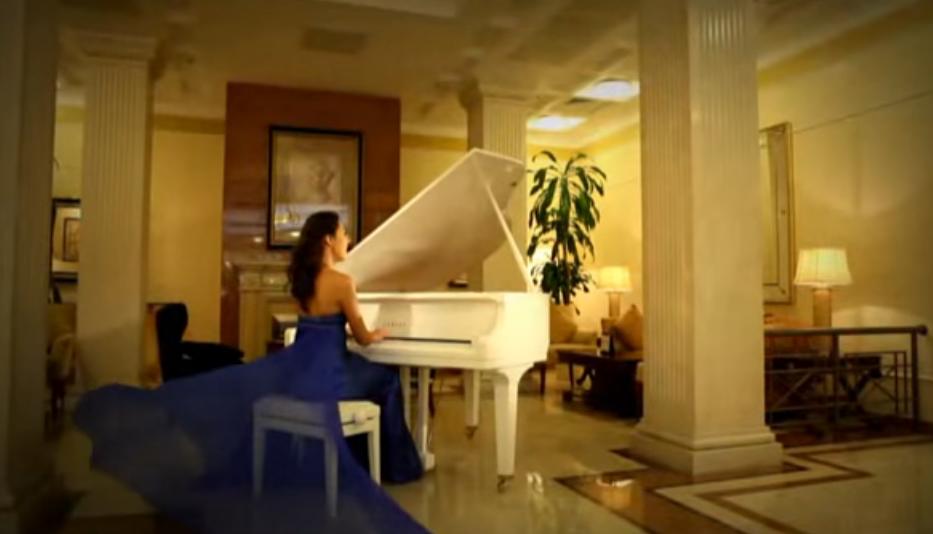 """Скріншот з відеокліпу, на вірш """"Бути слабкою"""" - Погляд Мері. Вірші про жінок"""