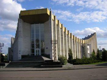 Київський центральний ЗАГС поєднує людей на все життя. А інколи і не на все. Але ж ми віримо у справжню любов, чи не так :)?