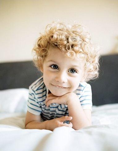 Кучеряво-ангельські створіння. Діти кучеряві, красиві діти, гарні дітки, діточки веселі
