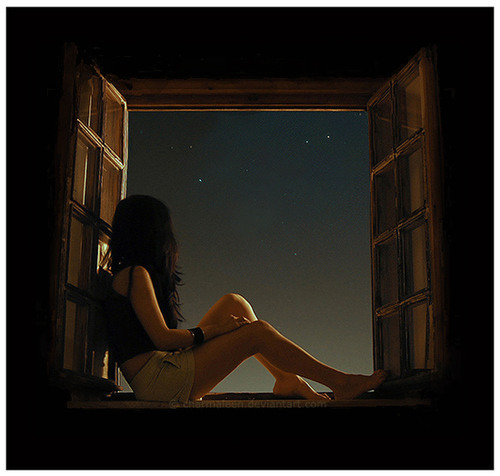 Woman sitting on window, night sky woman, woman looking up stars, девушка смотрит на звезды