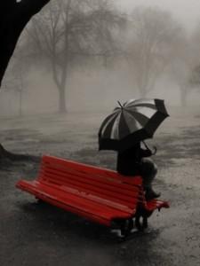 Вірш про вже осінній дощ під парасолькою і холодом
