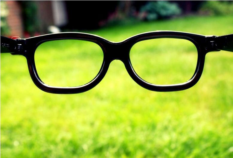 Відсьогодні пропоную дивитися на світ крізь такі окуляри і бачити виключно весняні кольори :). Фото by Кatherine Baker