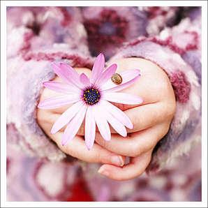 Мамі треба робити найприємніші подарунки, радувати її, адже вона нам дала найбільше з усього можливого - життя