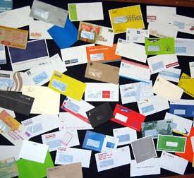 Натовпи листів чекають мене у моїй поштовій скриньці. А я їх жду не завжди