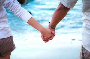 красивая пара, держаться за руки, девушка парень держатся за руки, влюбленные