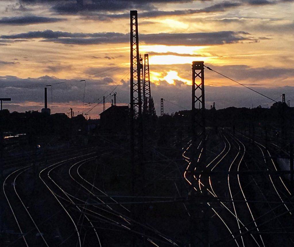 По венах пульсують твої пасажирські вагони. Photo credit: goestern - Погляд Мері. Вірші про кохання і трохи більше