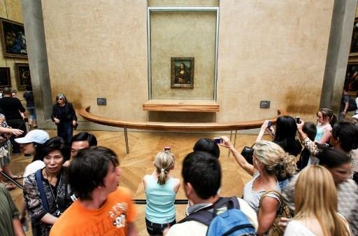 """Першим ділом у Луврі в Парижі, люди йдуть подивитися на картину Леонардо Да Вінчі """"Мона Ліза"""""""