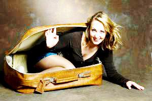 Я сиджу на валізах. У валізах :)
