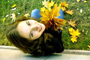 Осінь, розмальована золотом і прикрашена посмішкою